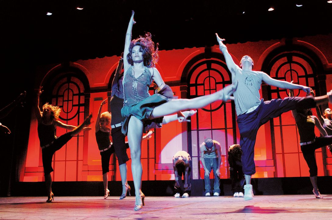 """Nora (Jenna Dewan, vorne) ist der Star der """"Maryland School Of Arts"""". Sie lebt nur noch für die Abschlussaufführung, zu der etliche Talentscouts v... - Bildquelle: Constantin Film"""