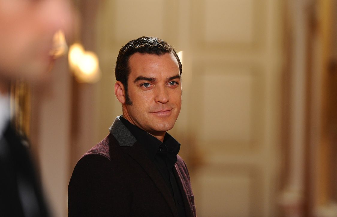 Sieht sich bereits auf dem Thron - doch wird jemand sein hinterhältiges Spiel erkennen? Prinz Cyrus (Jake Maskall) ... - Bildquelle: Stuart Wilson 2014 E! Entertainment Media, LLC