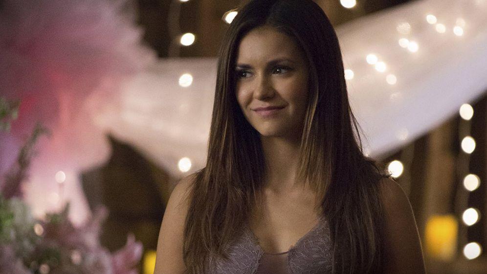 Vampire Diaries Staffel 7 Ruckkehr Von Nina Dobrev Ware Negativ
