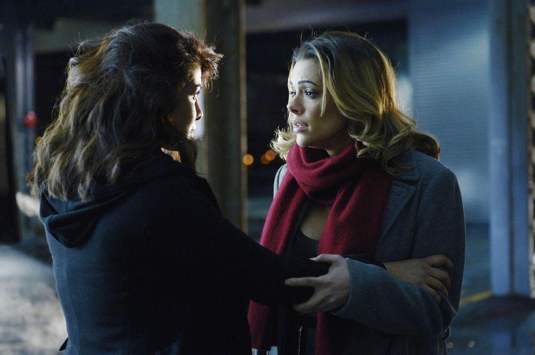 Gemeinsam haben sie eine Aufgabe zu erledigen, um dem Tod zu entkommen: Alex (Priyanka Chopra, l.) und Natalie (Anabelle Acosta, r.) ... - Bildquelle: Philippe Bosse 2015 ABC Studios