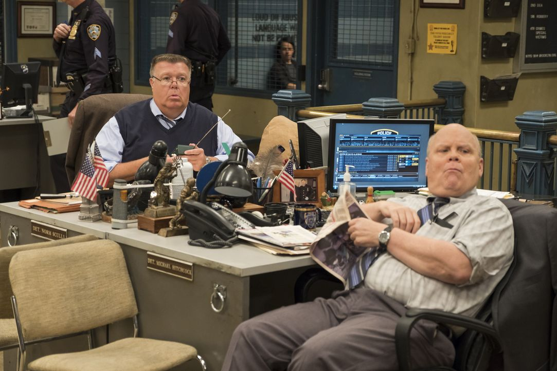 Scully (Joel McKinnon Miller, l.); Hitchcock (Dirk Blocker, r.) - Bildquelle: John P. Fleenor 2018 UNIVERSAL TELEVISION LLC. All rights reserved. / John P. Fleenor