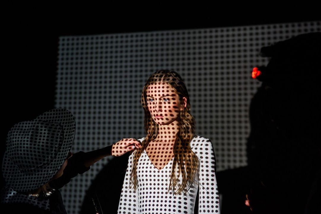 GNTM-Online-Shooting-Top24-Julia-05-ProSieben-Martin-Bauendahl - Bildquelle: ProSieben/Martin Bauendahl
