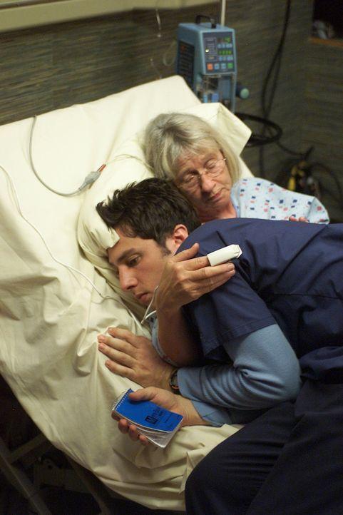 Weil J.D. s (Zach Braff, l.) neue Patientin, Mrs. Tanner (Kathryn Joosten, r.), sehr eigensinnig ist, will sie sich der Tortour einer Dialyse nicht... - Bildquelle: Touchstone Television