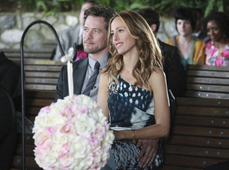 Dr. Andrew Perkins (James Tupper, l.) macht Teddy (Kim Raver, r.) ein sehr verlockendes Angebot ... - Bildquelle: ABC Studios
