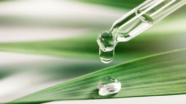 Ein Tropfen Bio-Öl in die Creme und schon ist es ein nachhaltiges Naturkosmet...