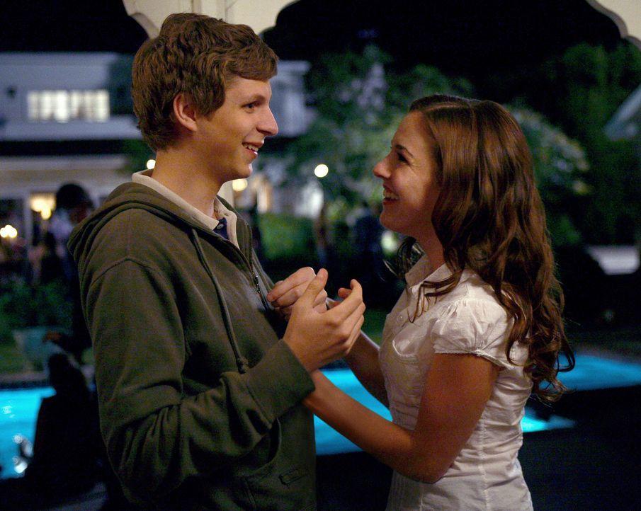 Kaum lernt Evan (Michael Cera, l.) die attraktive Becca (Martha MacIsaac, r.) kennen, da ist es auch schon um ihn geschehen ... - Bildquelle: 2008 CPT Holdings, Inc. All Rights Reserved. (Sony Pictures Television International)