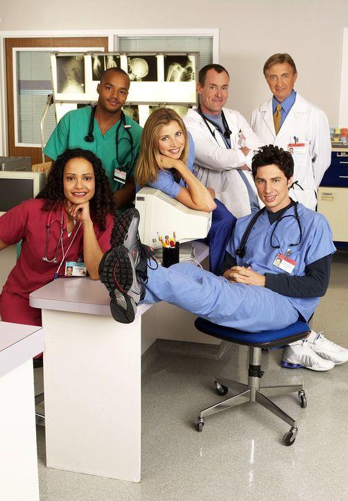 (1. Staffel) - Neben dem nervenaufreibenden Krankenhausalltag müssen sich die drei Jung-Mediziner J.D. (Zach Braff, 2.v. r.), Turk (Donald Faison, 2... - Bildquelle: Touchstone Television