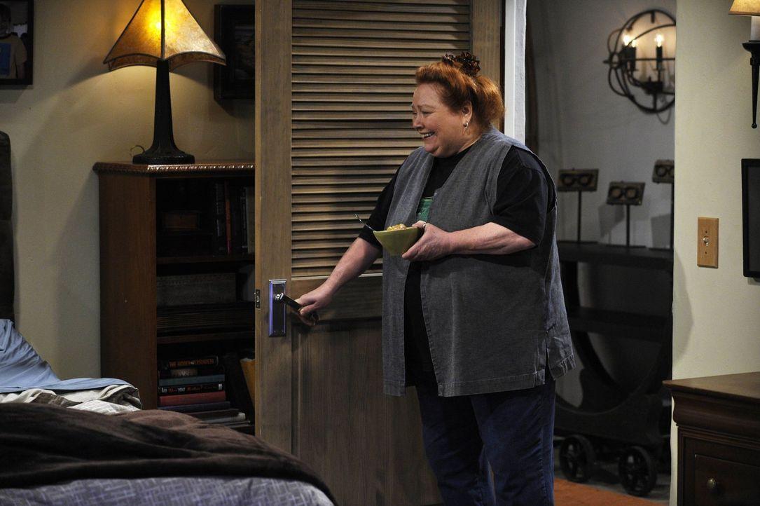 Macht sich Sorgen um Alan, der nach seiner Herzattacke aus dem Krankenhaus zurückkehrt: Berta (Conchata Ferrell) ... - Bildquelle: Warner Brothers Entertainment Inc.
