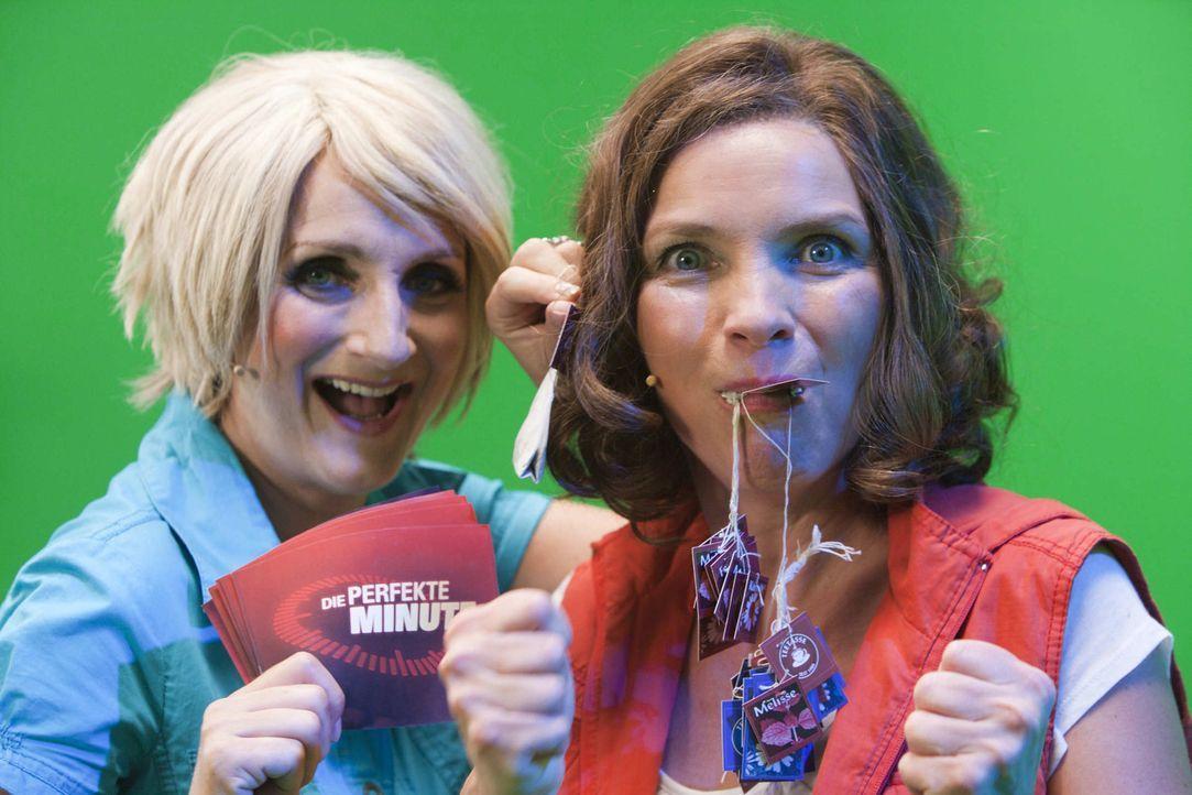 (5. Staffel) - Die Perfekte Minute: Ulla Kock am Brink (Petra Nadolny, l.) und eine mutige Kandidatin (Martina Hill, r.) ... - Bildquelle: ProSieben