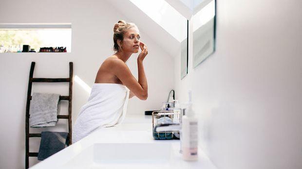 Mizellenwasser: Wie funktioniert die Reinigung? Warum es auch als Make-up Ent...