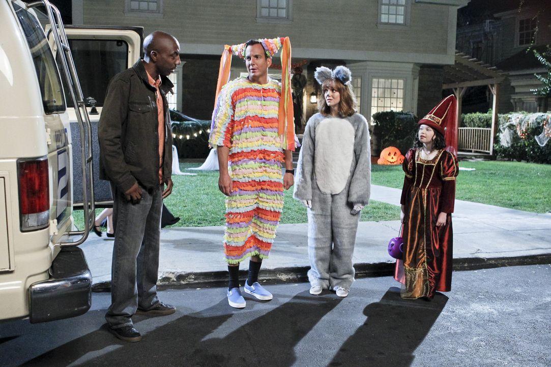 Ausgerechnet an Halloween erfahren Nathan (Will Arnett, 2.v.l.) und Debbie (Jayma Mays, 2.v.r.), was mit ihrem geliebten Haustier aus Kindertagen ta... - Bildquelle: 2013 CBS Broadcasting, Inc. All Rights Reserved.