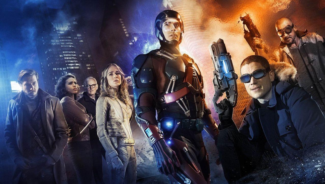 (1. Staffel) - Rip Hunter (Arthur Darvill, l.) reist in die Vergangenheit, um ein außergewöhnliches Team von Superhelden und Schurken, Kandra Saunde... - Bildquelle: 2015 Warner Bros.
