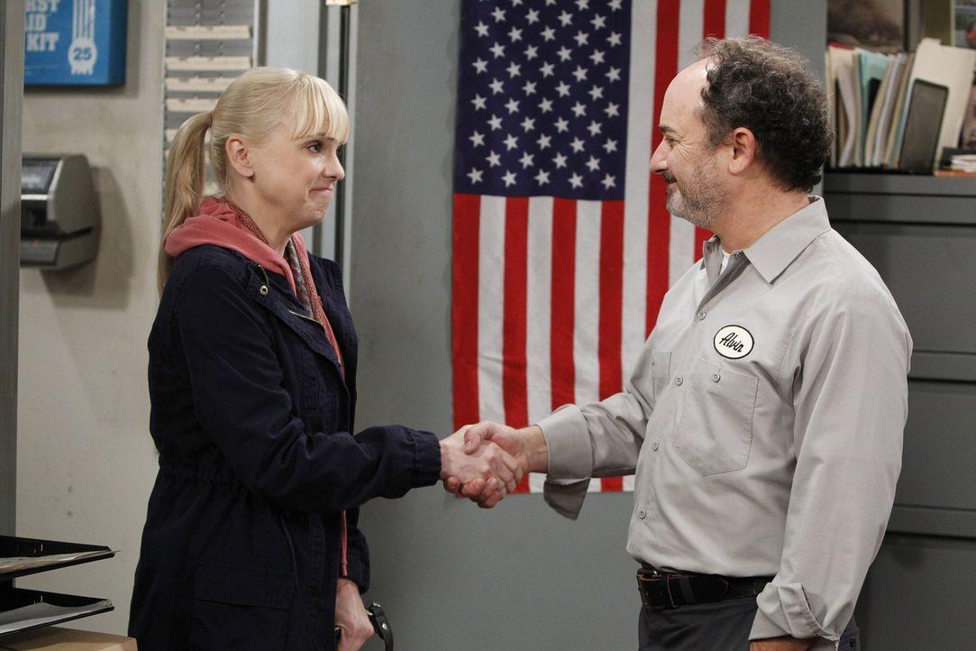 Christy (Anna Faris, l.) will ihr Auto neu lackieren lassen und wendet sich deshalb an Alvin (Kevin Pollak, r.), mit dem sie in Wahrheit mehr verbin... - Bildquelle: Warner Brothers Entertainment Inc.