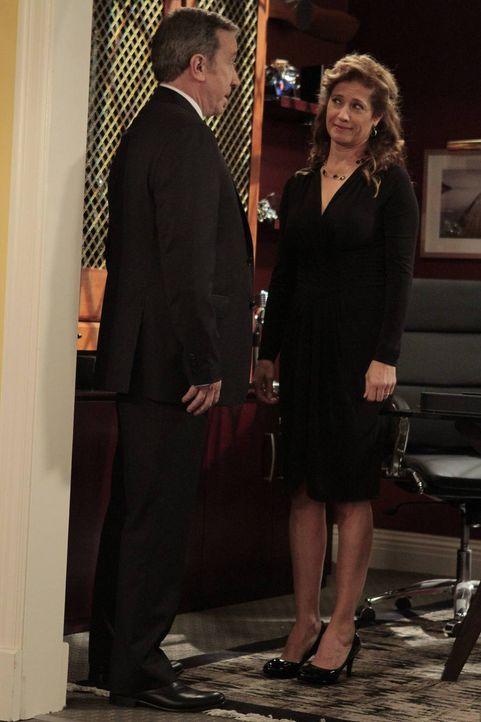 Als Mike (Tim Allen, l.) seiner Frau Vanessa (Nancy Travis, r.) von der neuen attraktiven Architektin bei Outdoor Man erzählt, beginnt sie zu überle... - Bildquelle: 2011 Twentieth Century Fox Film Corporation