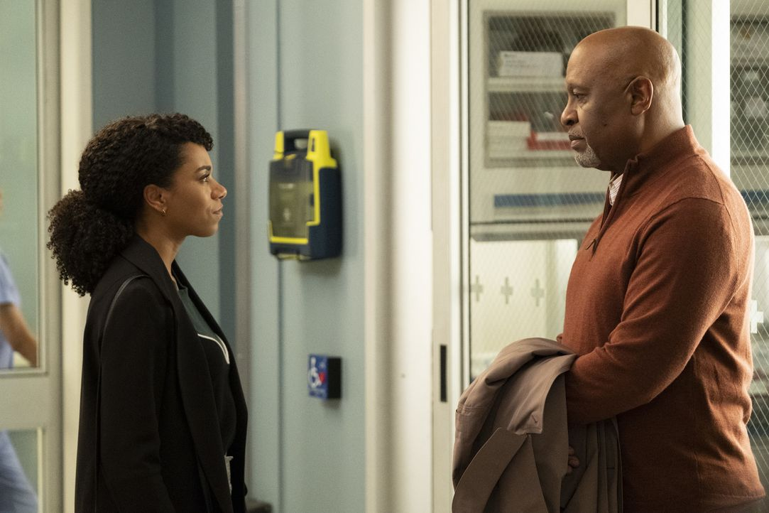 Dr. Maggie Pierce (Kelly McCreary, l.); Dr. Richard Webber (James Pickens Jr.) - Bildquelle: Jessica Brooks ABC Studios