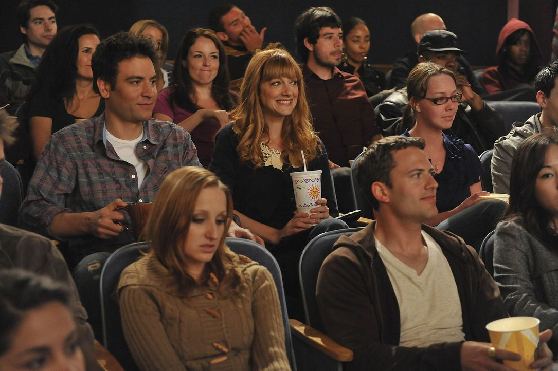 Ted (Josh Radnor, M.l.) glaubt, dass die Partnerwahr schwieriger wird, wenn man die 30 überschritten hat. Jeder hat da schon etwas Negatives erlebt... - Bildquelle: 20th Century Fox International Television