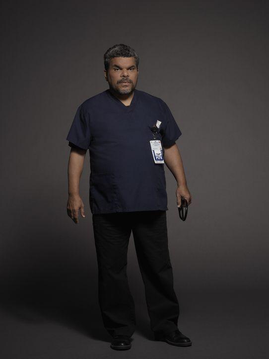 (1. Staffel) -  Leitender Krankenpfleger Jesse (Luis Guzman) hat immer ein offenes Ohr für die jungen Assistenzärzte ... - Bildquelle: Kurt Iswarienkio 2015 ABC Studios