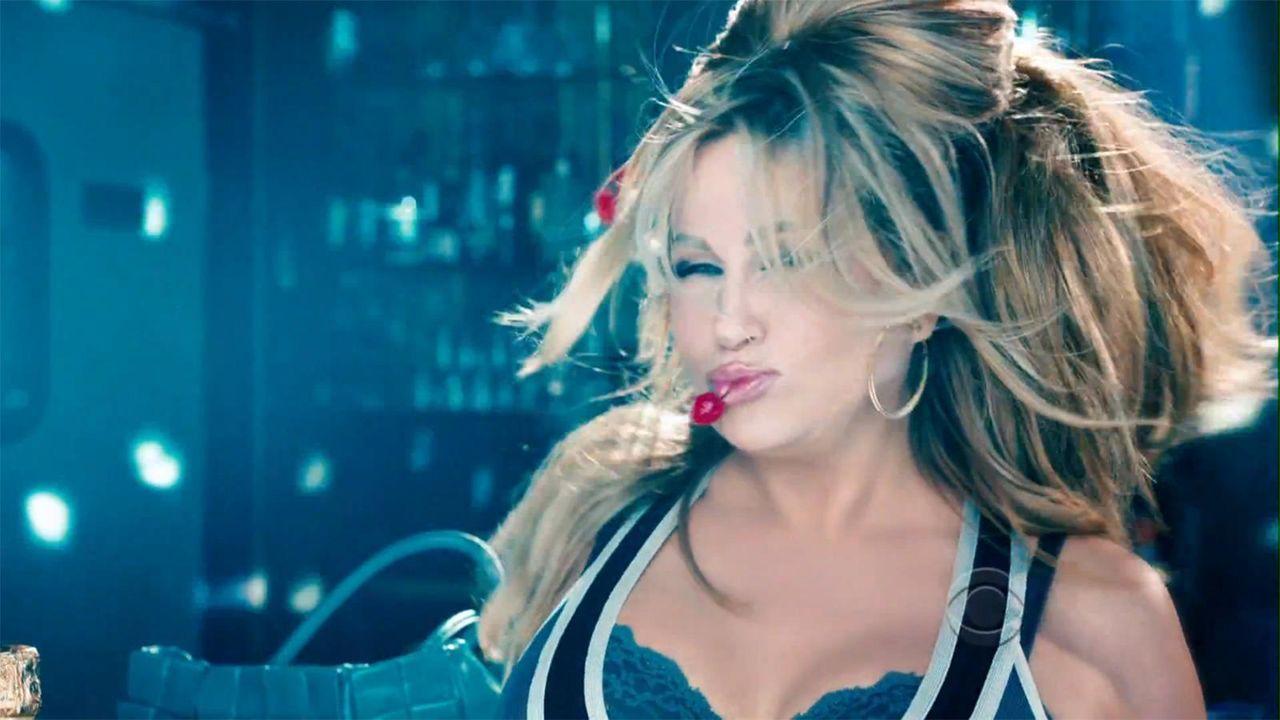 bild-2-broke-girls-super-bowl-sexy-strip-poledance-kat-dennings-beth-behrs-7-cbsjpg 1600 x 900 - Bildquelle: CBS