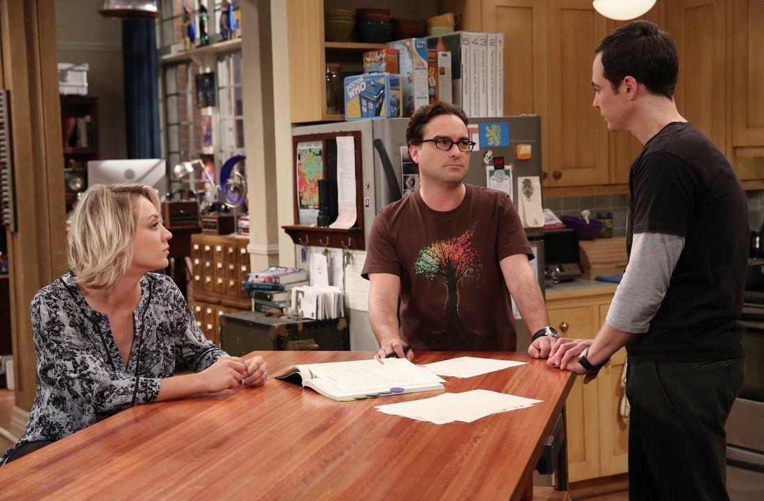 Steht das Ende einer Ära bevor? Wird Leonard (Johnny Galecki, M.) wirklich bei Sheldon (Jim Parsons, r.) ausziehen, um mit Penny (Kaley Cuoco, r.) z... - Bildquelle: 2015 Warner Brothers