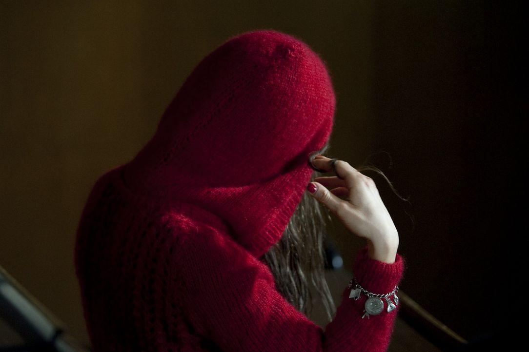 Annika (Julia Dietze), Annika - überall nur Annika. Katrin wird immer verzweifelter, weil sie die verschwundene Vorbewohnerin ihres Zimmers überall... - Bildquelle: KATHARINA SIMMET NFP