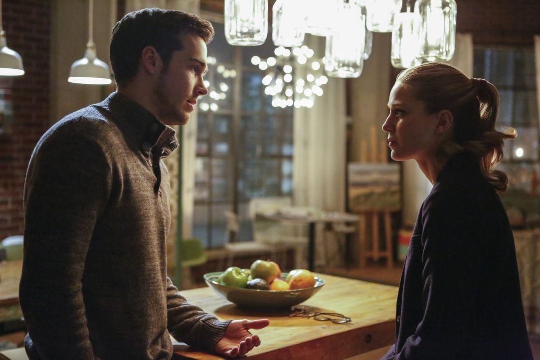 Zwischen Mon-El (Chris Wood, l.) und Supergirl (Melissa Benoist, r.) gibt es einiges zu klären ... - Bildquelle: 2016 Warner Bros. Entertainment, Inc.