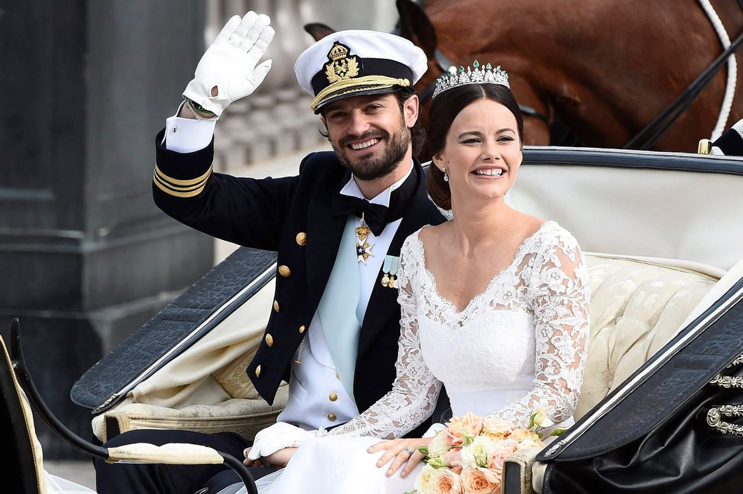 Hochzeit-Prinz-Carl-Philip-Sofia-Hellqvist-15-06-13-11-dpa - Bildquelle: dpa