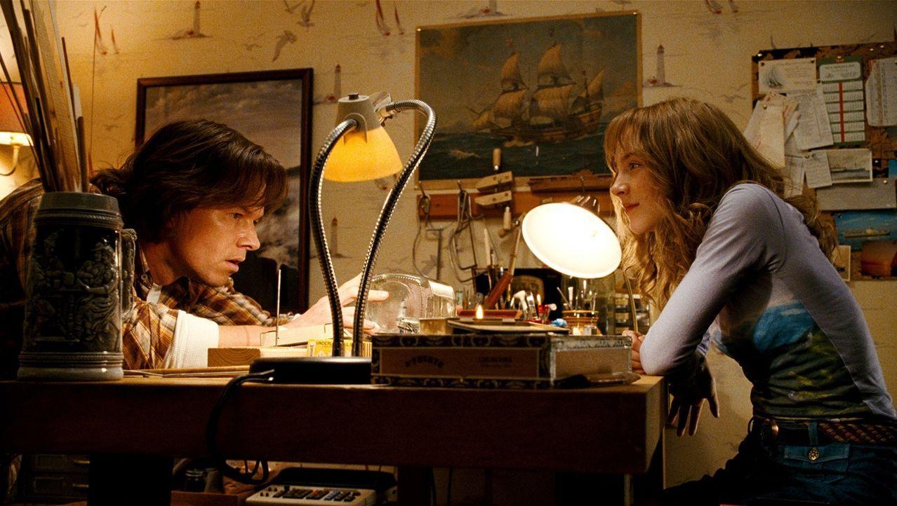 Als eines Tages die 14-jährige Susie (Saoirse Ronan, r.) nicht mehr nach Hause zurückkehrt, lediglich ihre blutverschmierte Mütze auftaucht, wird sc... - Bildquelle: 2009 DW Studios L.L.C. All Rights Reserved.