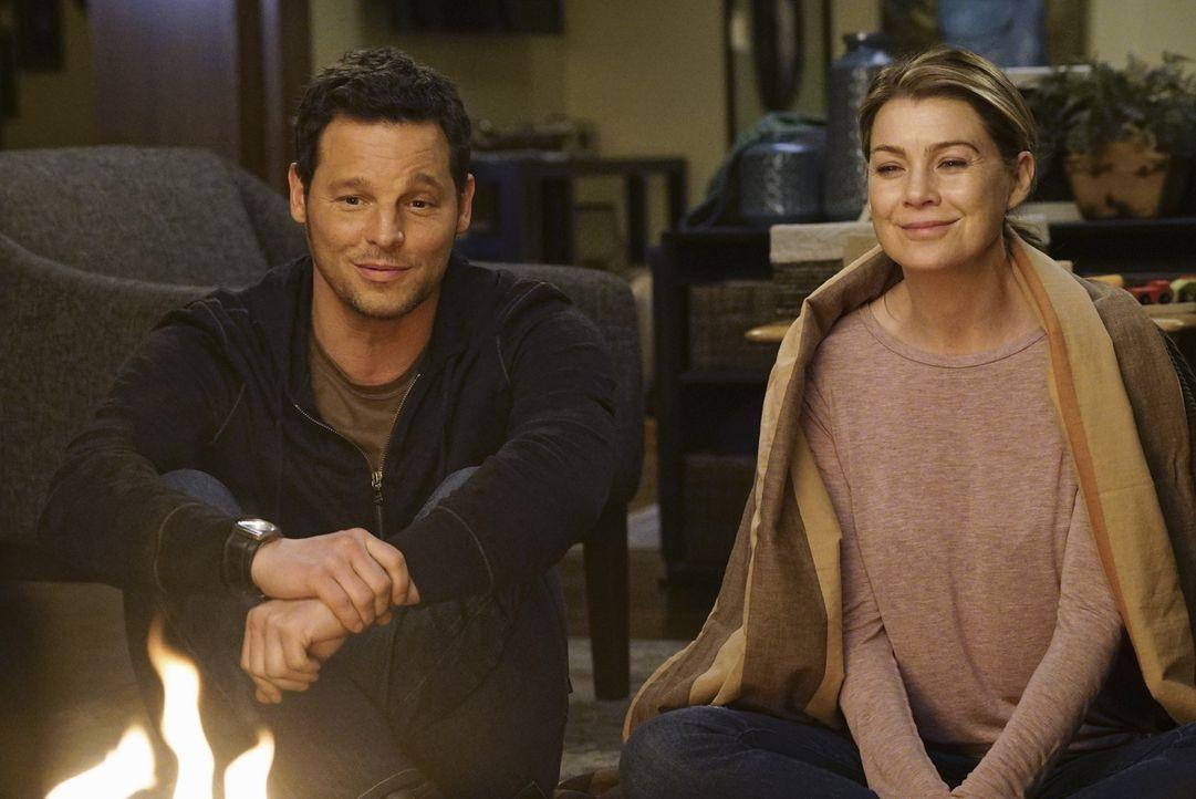 Schwelgen in Erinnerungen: Alex (Justin Chambers, l.) und Meredith (Ellen Pompeo, r.) ... - Bildquelle: Richard Cartwright ABC Studios