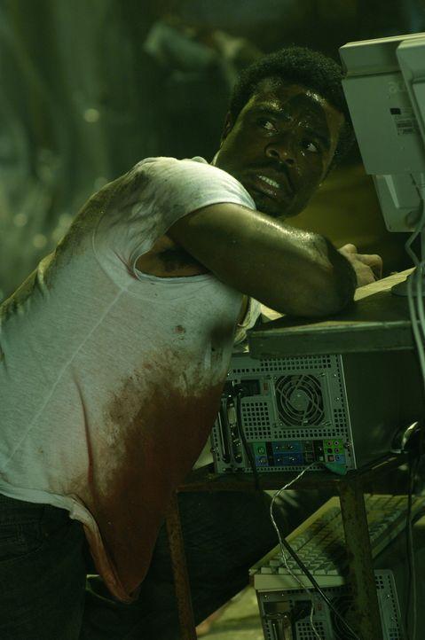 Seine Pechsträhne ist noch nicht vorüber. Mitten in der Nacht wird SWAT Agent Rigg (Lyriq Bent) überfallen und betäubt. Als er wieder zu sich ko... - Bildquelle: 2007 Lionsgate, Twisted Pictures