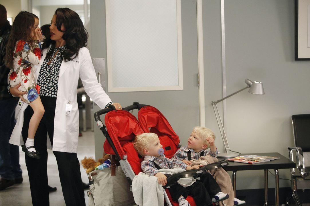 Hunts Ehefrau Callie (Sara Ramirez, 2.v.l.) ist mit den drei gemeinsamen Kindern völlig überfordert ... - Bildquelle: ABC Studios