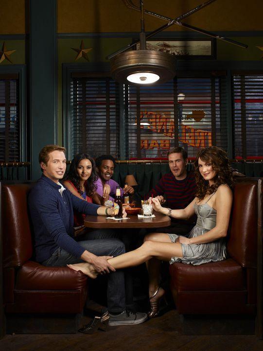 (1. Staffel) - Eine ganz besondere Clique: Fitz (Andre Holland, M.), Ben (Ryan Hansen, l.), Sara (Danneel Ackles, r.), Riley (Jessica Lucas, 2.v.l.)... - Bildquelle: Mitchell Haaseth NBC Universal, Inc.