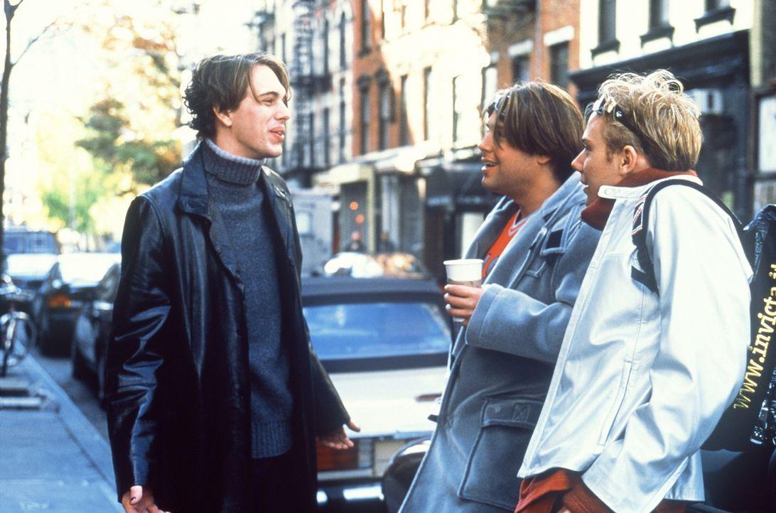 Bereits nach kurzer Zeit erkennen Adam (Zak Orth, M.), Chris (Tom Sadoski, l.) und Noah (Jim Simpson, r.) die Möglichkeiten, die Naivität und Gutm... - Bildquelle: Columbia TriStar