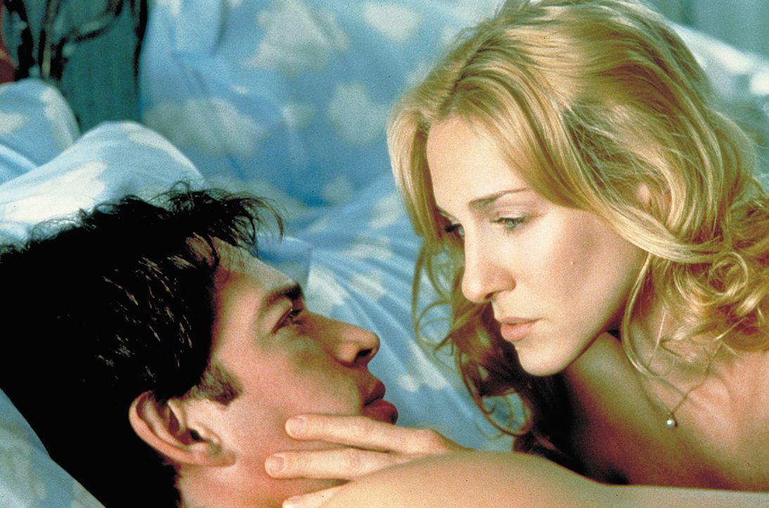 Zwischen Daniel (Harry Connick jr., r.) und Colleen (Sarah Jessica Parker, l.) beginnt eine leidenschaftliche Beziehung - und schon bald übernimmt... - Bildquelle: 2004 Sony Pictures Television International. All Rights Reserved.