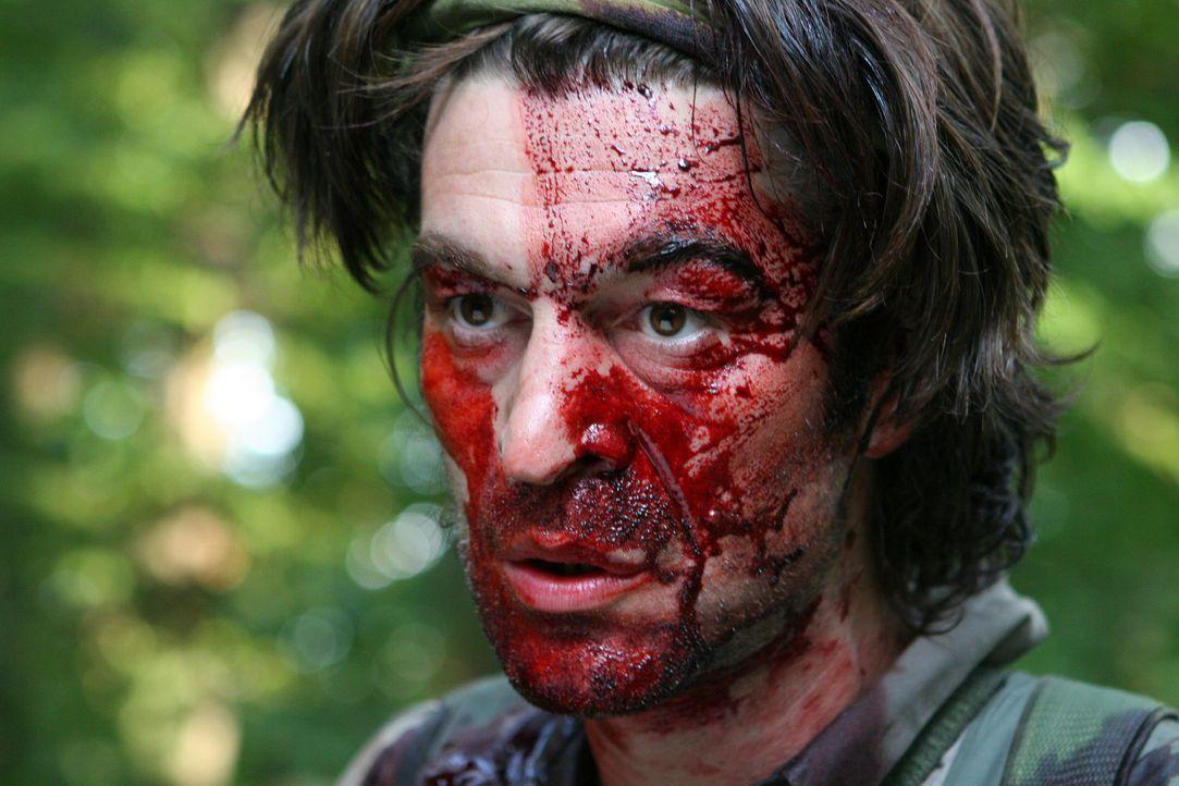 Wurde auf der Suche nach einer Anakonda angegriffen: Peter (Zoltan Butuc) ... - Bildquelle: 2008 Worldwide SPE Acquisitions Inc. All Rights Reserved.