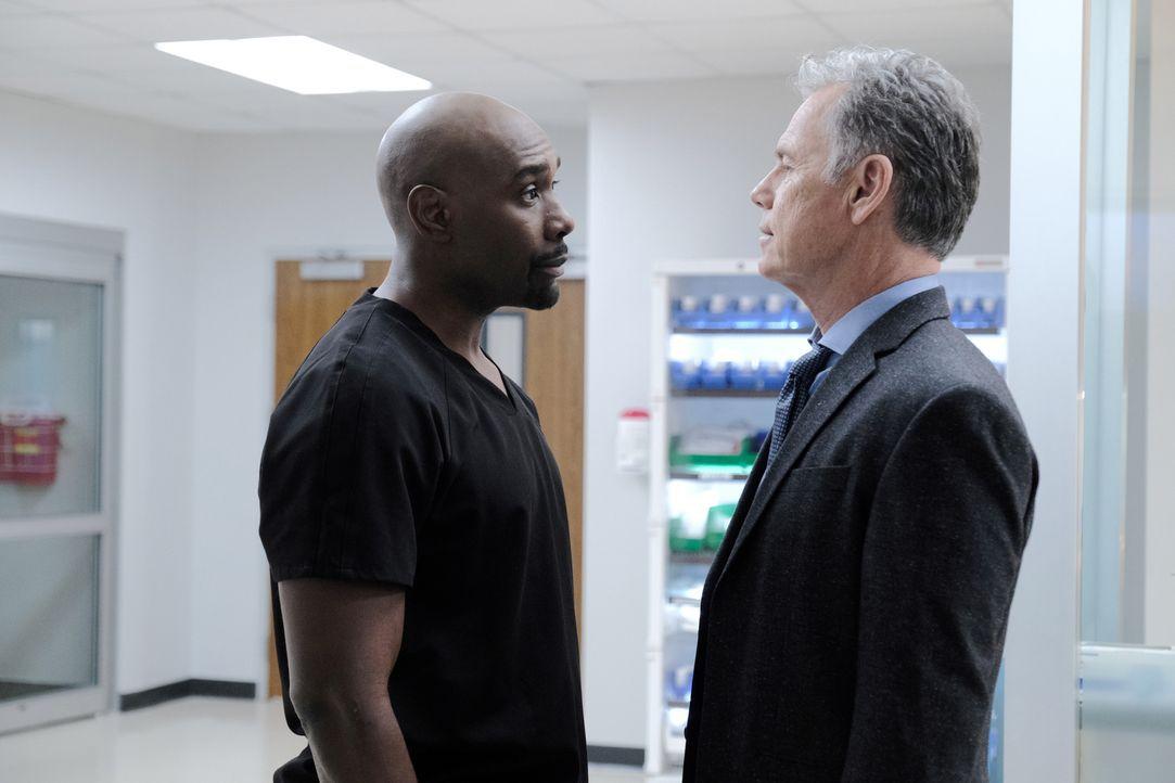 Dr. Barrett Cain (Morris Chestnut, l.); Dr. Randolph Bell (Bruce Greenwood, r.) - Bildquelle: Guy D'Alema 2019-2020 Twentieth Century Fox Film Corporation.  All rights reserved. / Guy D'Alema