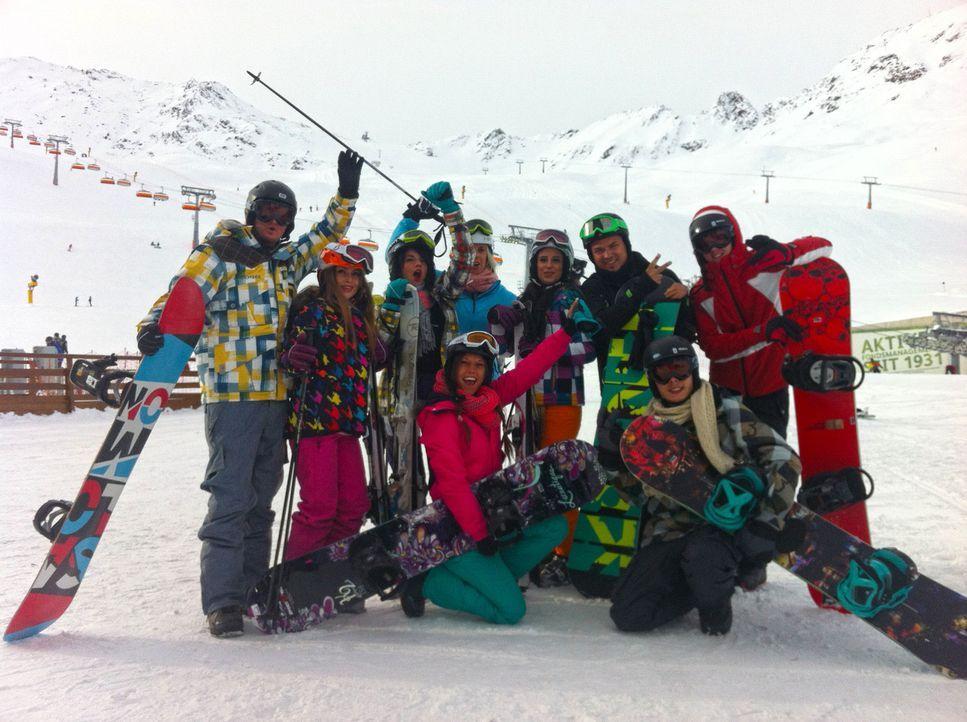 Die Party-Clique aus dem Ruhrpott macht sich auf in den Schnee! Im Alpen-Hot-Spot Sölden wollen Bauer (vorne, l.), Jerôme (l.), Ling-Ling (3.v.l.)... - Bildquelle: ProSieben