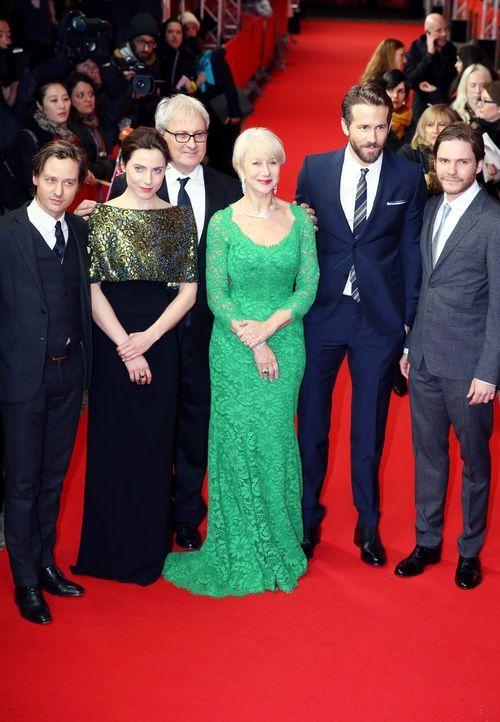 Berlinale-cast-woman-in-gold-15-02-09-dpa - Bildquelle: dpa