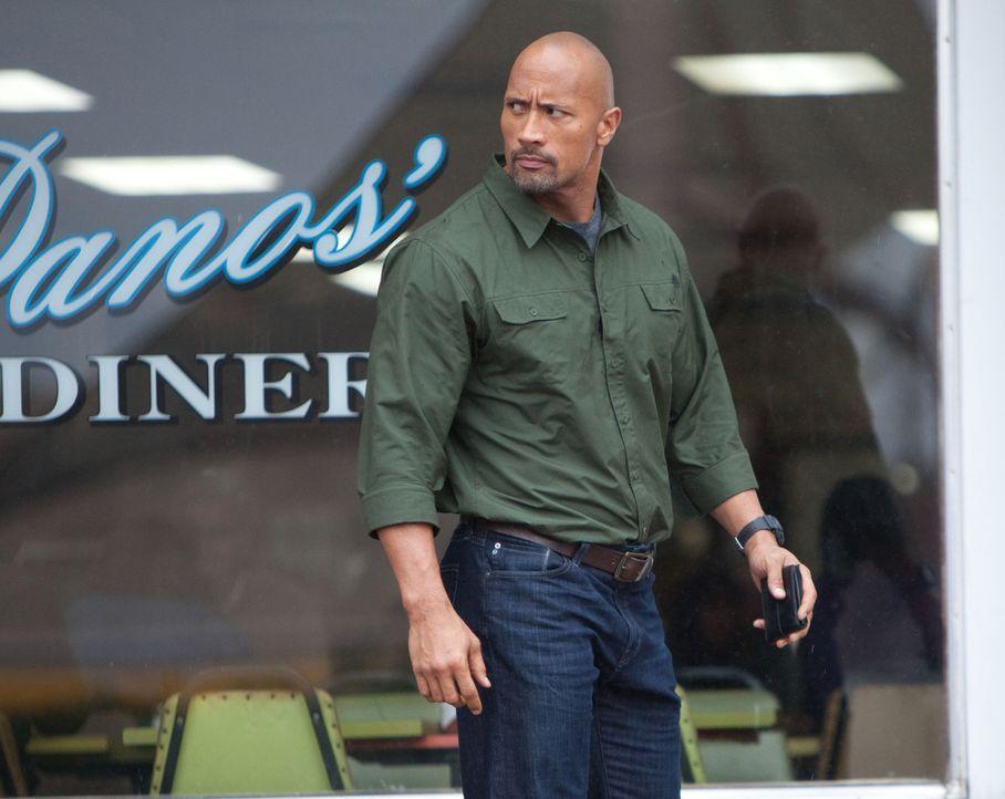 Um seinen Sohn aus dem Gefängnis zu holen, muss der unbescholtene Transportunternehmer John Matthews (Dwayne Johnson)  ein Snitch werden, ein Spion,... - Bildquelle: TOBIS FILM