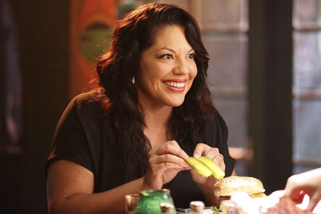 Inspiriert durch die Gewürzgurke eines Hamburgers glaubt Callie (Sara Ramirez), das Leben eines Patienten retten zu können ... - Bildquelle: ABC Studios