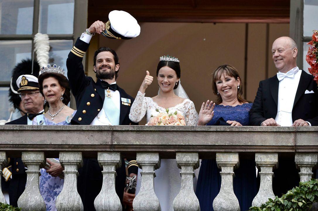 Hochzeit-Prinz-Carl-Philip-Sofia-Hellqvist-15-06-13-12-dpa - Bildquelle: dpa