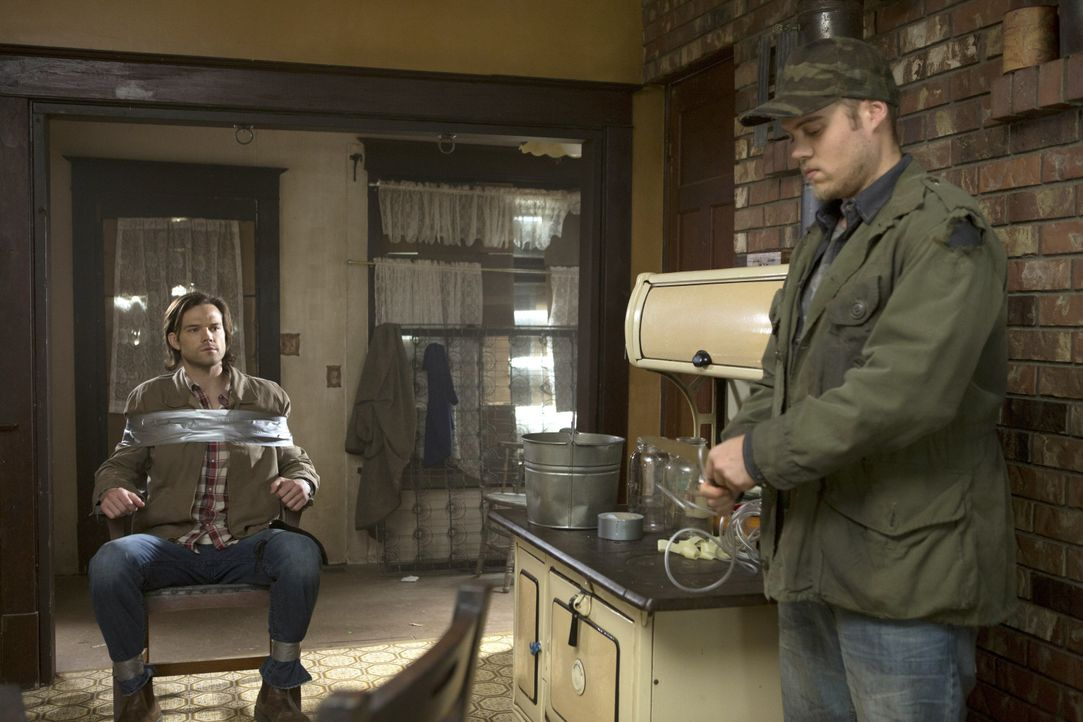 Tappt in Connors (Reilly Dolman, r.) Falle: Sam (Jared Padalecki, l.) ... - Bildquelle: 2013 Warner Brothers
