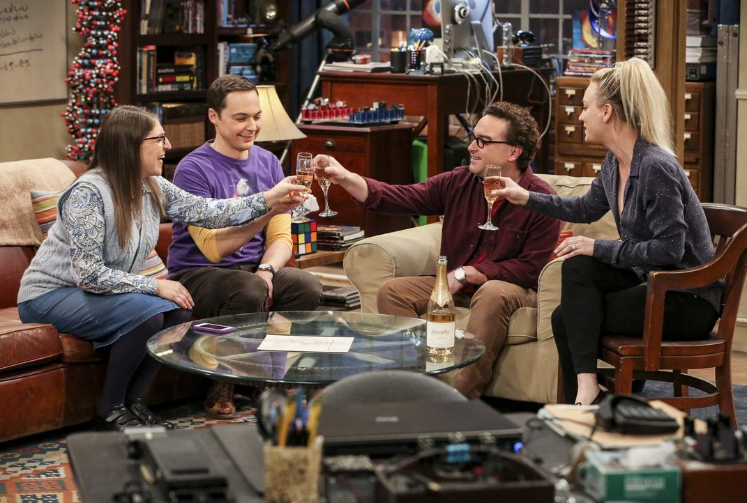 (v.l.n.r.) Amy (Mayim Bialik); Sheldon (Jim Parsons); Leonard (Johnny Galecki); Penny (Kaley Cuoco) - Bildquelle: Michael Yarish 2018 WBEI. All rights reserved./Michael Yarish