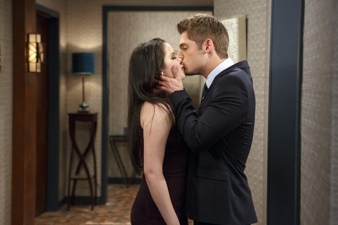 Ben (Jean-Luc Bilodeau, r.) hat sich Hals über Kopf in Megan (Grace Phipps, l.) verliebt. Megan erwidert zwar seine Gefühle, will es aber langsam an... - Bildquelle: Bruce Birmelin ABC Family