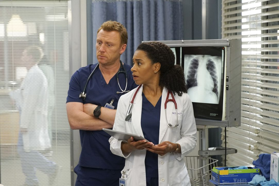 Dr. Owen Hunt (Kevin McKidd, l.); Dr. Maggie Pierce (Kelly McCreary, r.) - Bildquelle: Scott Everett White ABC Studios