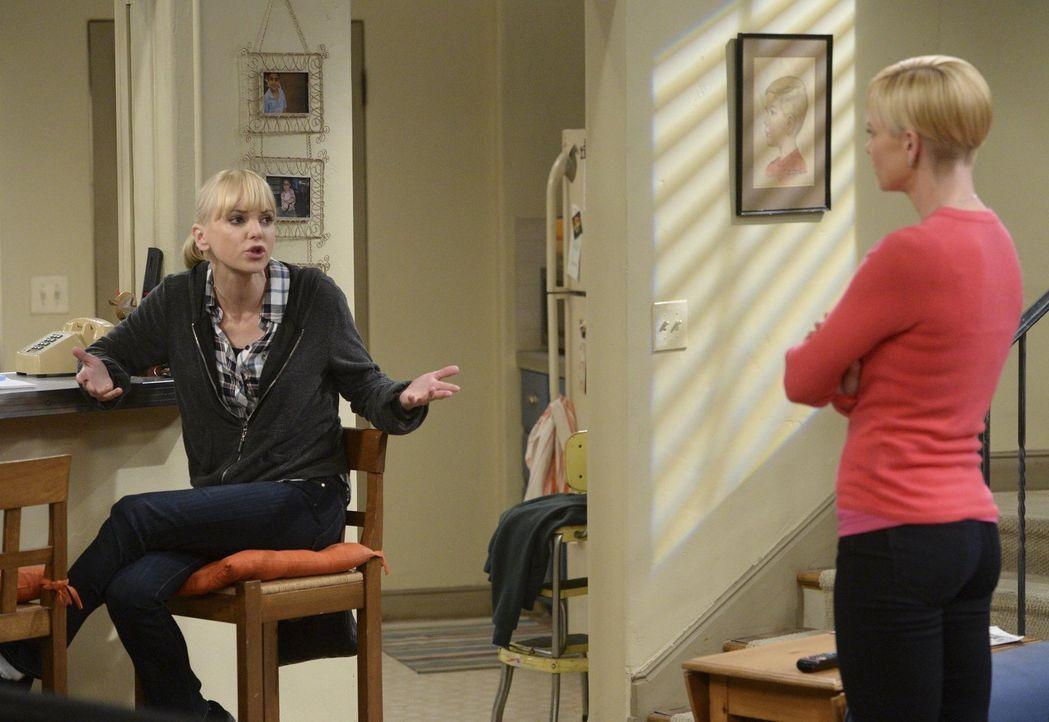 Trotz aller Versuche von Jill (Jamie Pressly, r.), Christy (Anna Farris, l.) davon zu überzeugen, ihrer Mutter zu verzeihen, will sie Bonnie nicht s... - Bildquelle: Warner Bros. Television