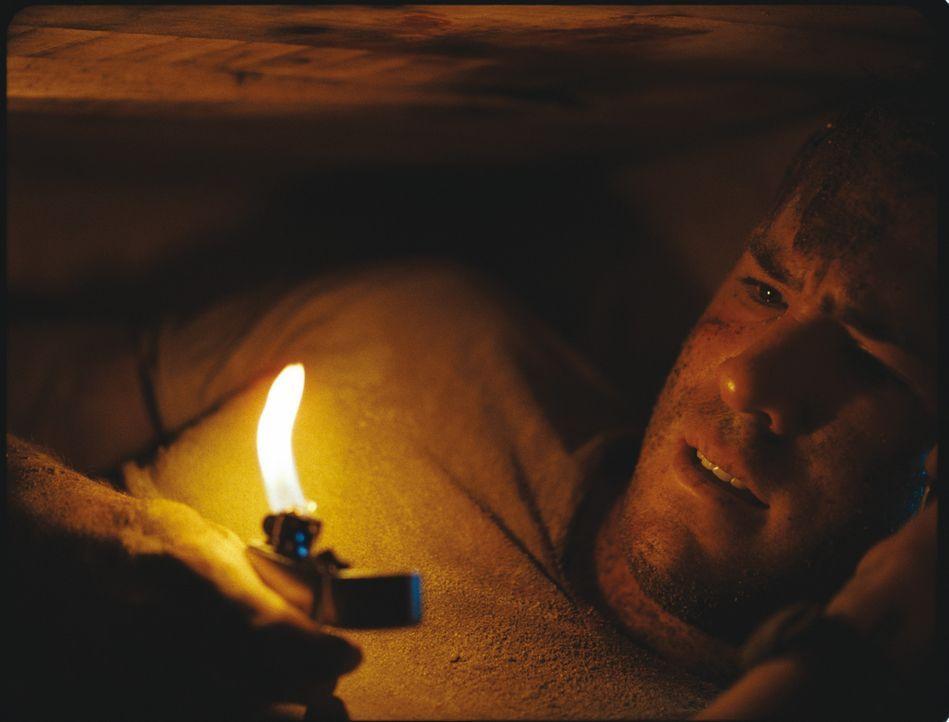Der amerikanische Bauunternehmer Paul Conroy wird im Irak überfallen und in einem Holzsarg lebendig begraben. Mit einem Handy und einem Feuerzeug v... - Bildquelle: ASCOT ELITE Home Entertainment GmbH _Buried