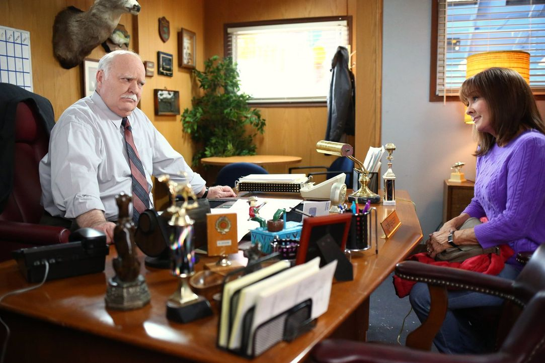 Jim (Troy Metcalf, l.); Frankie (Patricia Heaton, r.) - Bildquelle: Warner Brothers