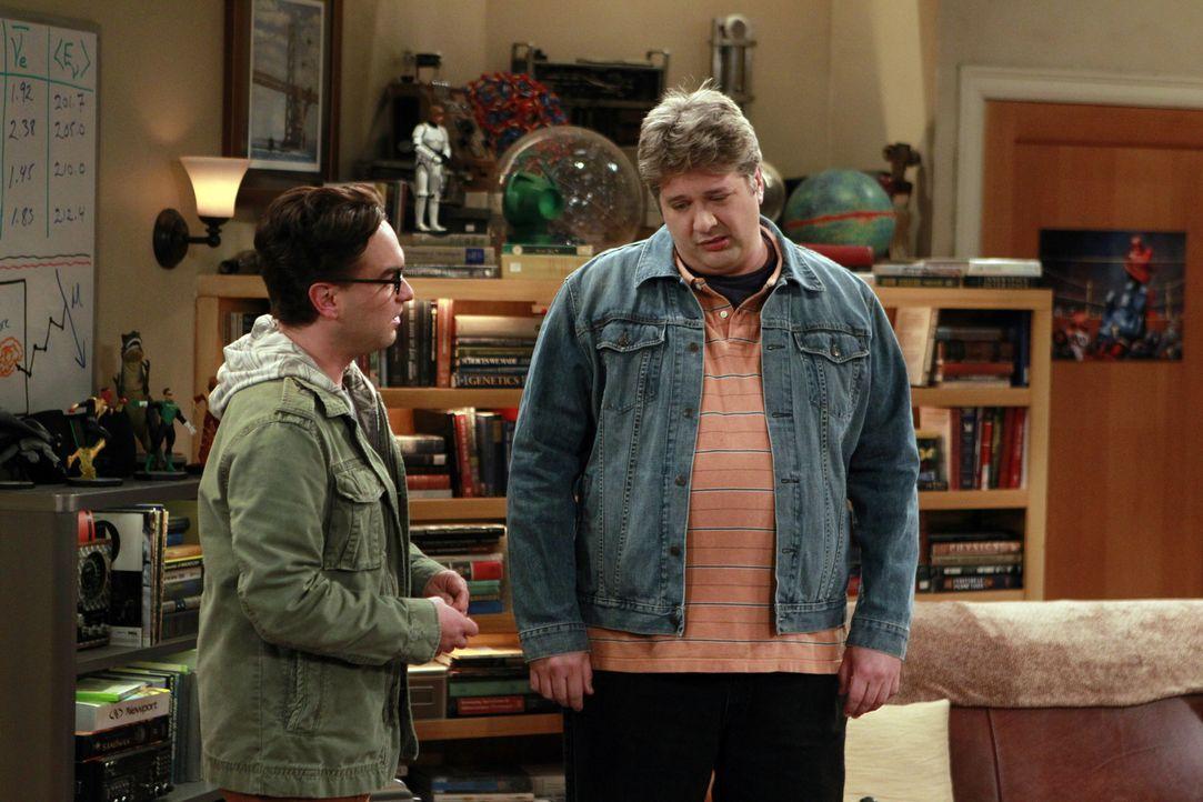 Leonard (Johnny Galecki, l.) muss sich mit seinen Ängsten auseinandersetzten, als ihn Jimmy Speckerman (Lance Barber, r.), der ihn in der High Schoo... - Bildquelle: Warner Bros. Television