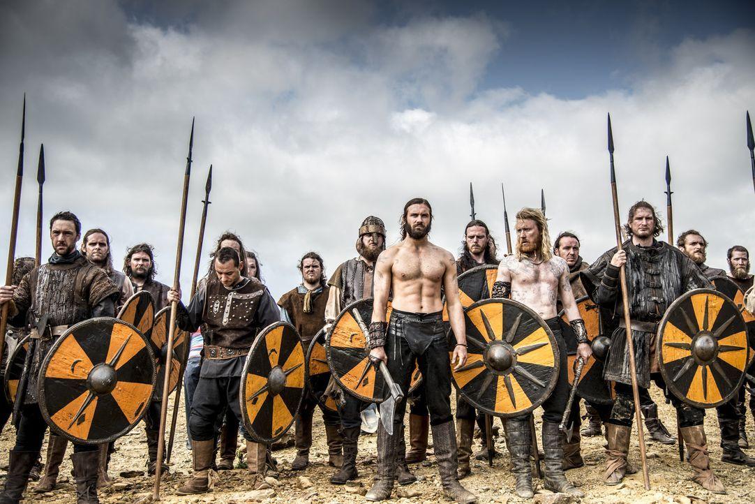 Treten gegen Ragnar und König Horik in die Schlacht: Rollo (Clive Standen, M.) und Jarl Borg (Thorbjorn Harr, M.r.) ... - Bildquelle: Bernard Walsh 2013 TM TELEVISION PRODUCTIONS LIMITED/T5 VIKINGS PRODUCTIONS INC. ALL RIGHTS RESERVED.