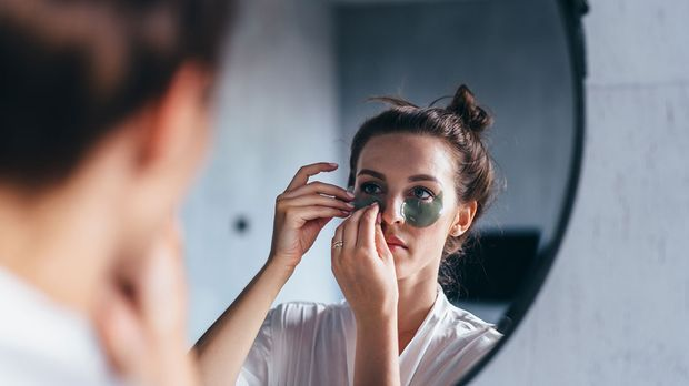 Augenpads richtig auftragen - mehr dazu im Beauty-Artikel über Augenpads